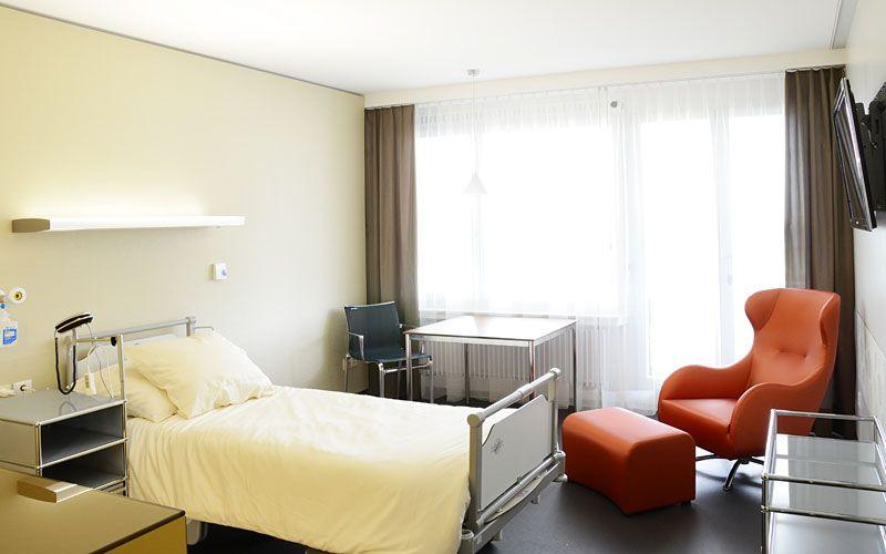 Dr - Attila Vásárhelyi - Cabinet médical spécialisé en chirurgie orthopédique - chambre du patient
