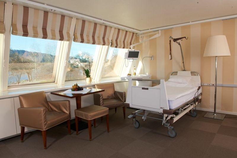 Prof.(sk) - Burkhard  Rischke - Spine-Center Rischke - chambre du patient
