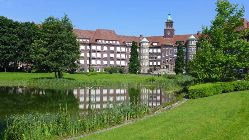 Prof. - Gerd Rudolf Lulay - Hôpital Rheine : Hôpital Mathias - vue extérieure