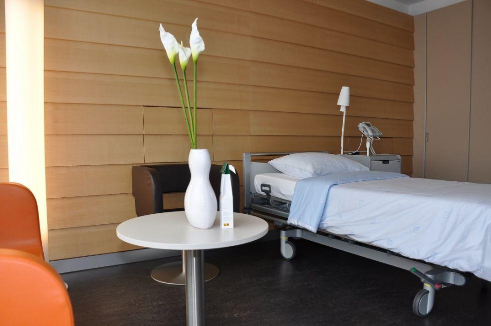 Dr. - Oliver Nic Hausmann - Clinique St. Anna